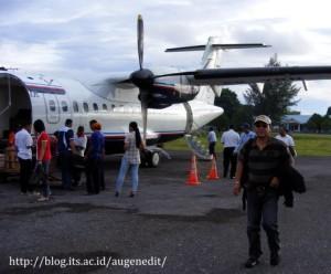 pak Alex di Bandar udara Dumatubun-Langgur, Tual